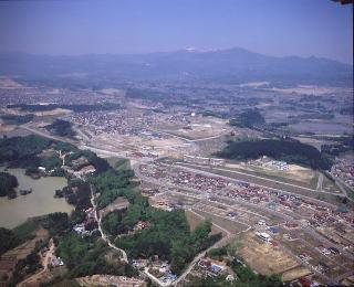 昭和62年の加茂団地全体の写真です。