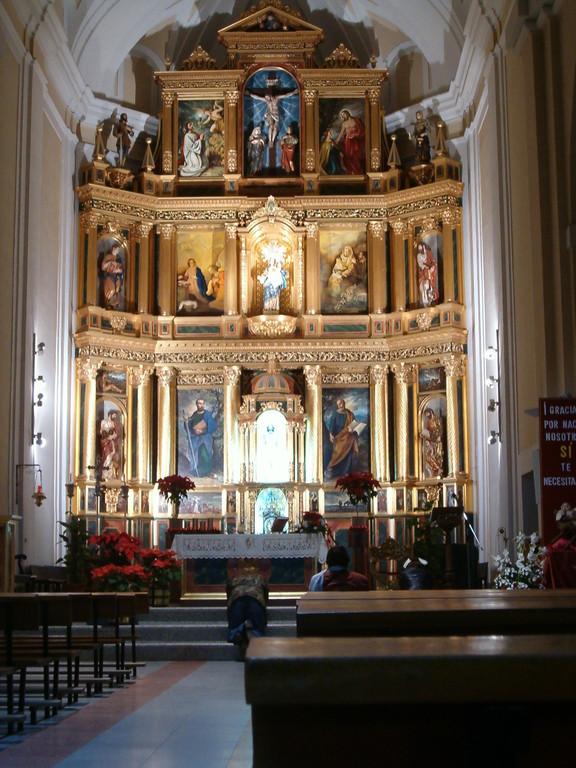 Interior de la Iglesia de la Virgen de la Antigua, patrona de Vicálvaro (panoramio.com)