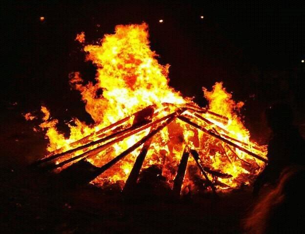 Imagen de la hoguera de San Juan de Vicálvaro de este año (todovicalvaro.es)