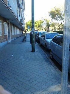 Xavier cuya casa da a las calles Villablanca y villajimena nos envía esta imagen para denunciar la falta de limpieza en Villajimena en comparación con Villablanca
