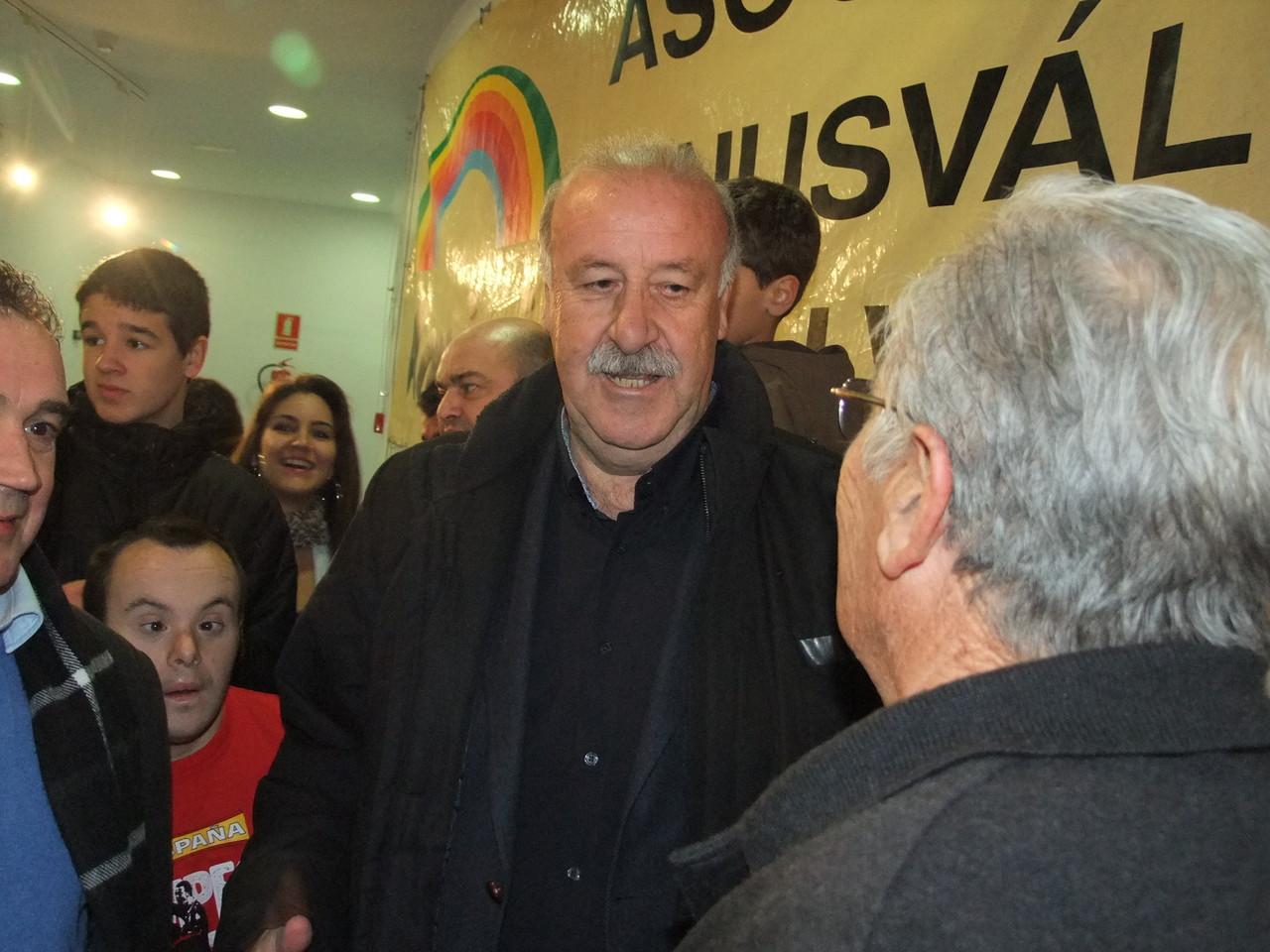 3 de enero de 2013. Visita de Vicente del Bosque a la exposición 'Historia de las Eurocopas' en el Centro Cultural El Madroño (Imagen: Valentín González,Vicus Albus)