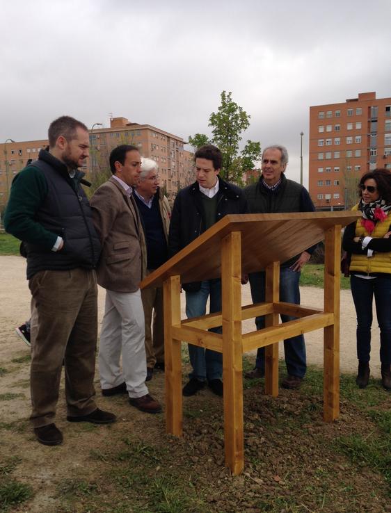 El Consejero de Medioambiente inaugura la senda botánica de Valdebernardo.