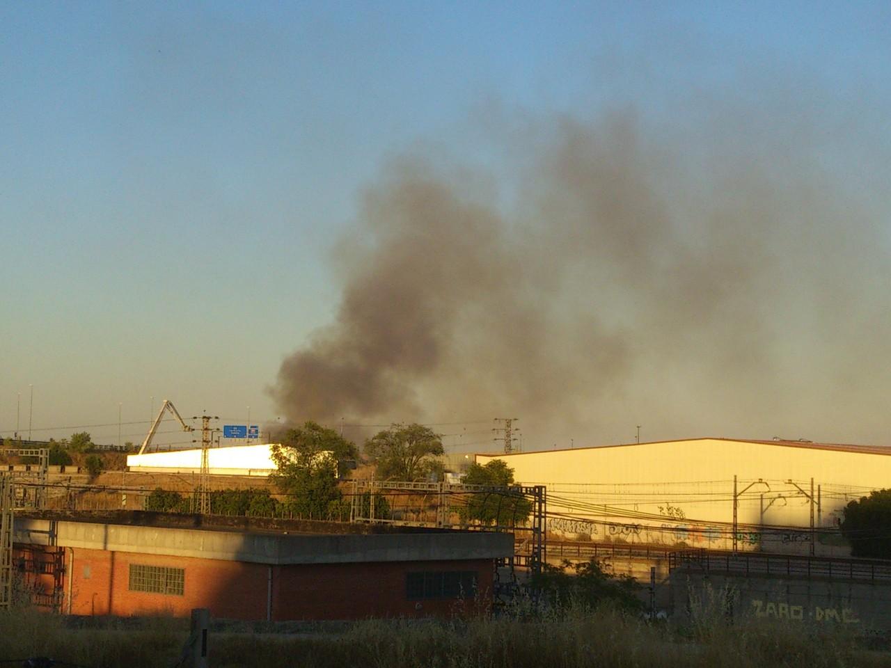 4 de agosto de 2013. Incendio en la empresa de reciclaje de papel CARPA (Imágenes enviadas por Joseba)