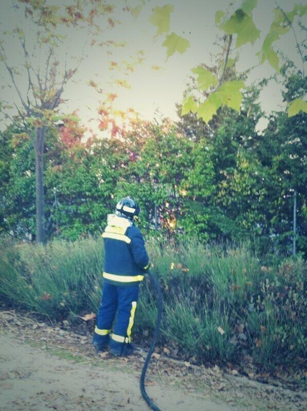 Incendio en el parque de Valdebernardo. 10 de octubre de 2013. Imagen de @estilogalvez