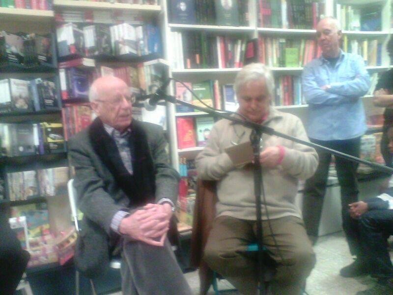El filósofo Emilio Lledó visita la librería Jarcha.