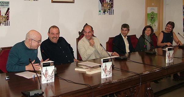 Marzo 2010. Gerardo Anido presenta su novela 'Vicus Albus', una historia de misterio en el siglo XIX vicalvareño.