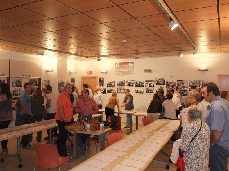 Octubre 2011. Inauguración de la Exposición de los antepasados vicalvareños organizada por Vicus Albus