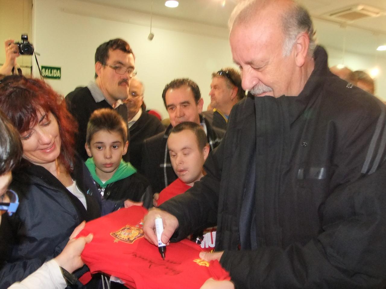 Enero. Vicente del Bosque visita la exposición de la selección española en Vicálvaro