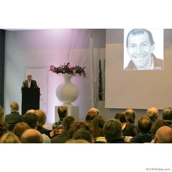 """und kündigt den ersten Referenten """"Patrick Rutten"""" an."""