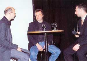 Abb.3 Ztm. Frank Bartsch(Mitte) beantwortet Ztm. Thomas Hahne(links) nach seinem Referat Fragen zum Thema Teleskoptechnik
