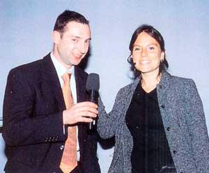 Abb.2 Moderator, Referent und ZAD-Mitglied Oliver Brix interviewt Dr. Angela Dergham
