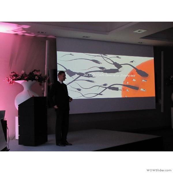 """Ztm. Cristian Hannker (Rastede)  bei seinem Vortrag - """"Möglichkeiten der Inhouse-Fertigung mit ästhetischem Ziel."""""""