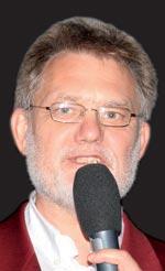 Abb. 1  Moderator Ztm.Herbert Fischer