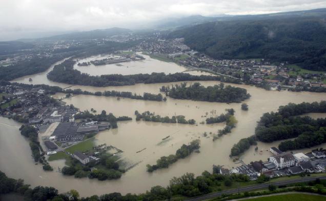 2007 - Hochwasser, Blick von Untersiggenthal Richtung Lauffohr (Quelle: luftbilder-der-schweiz.ch)