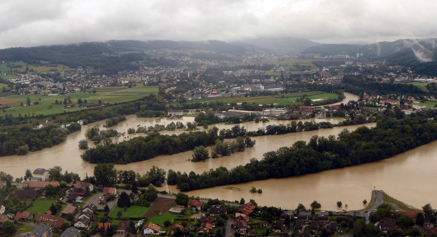 2007 - Hochwasser, unten Lauffohr, Mitte Vogelsang (Quelle: luftbilder-der-schweiz.ch)