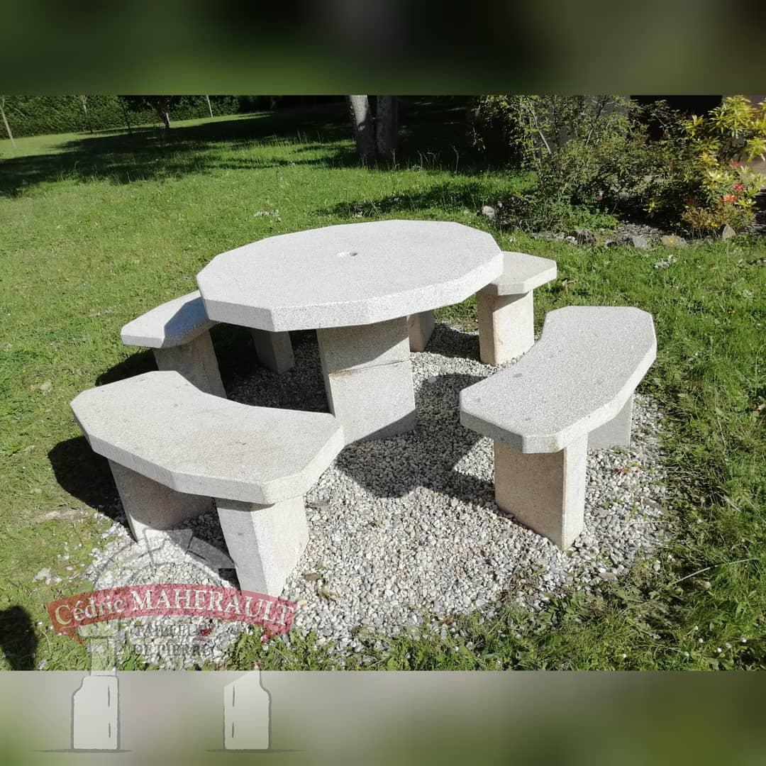 table granit beige (forme dodécagone)