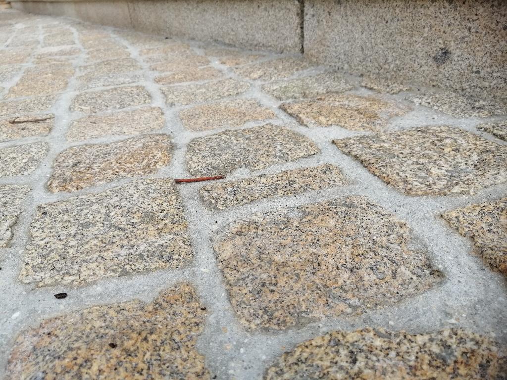 Pavé granit jaune éclaté