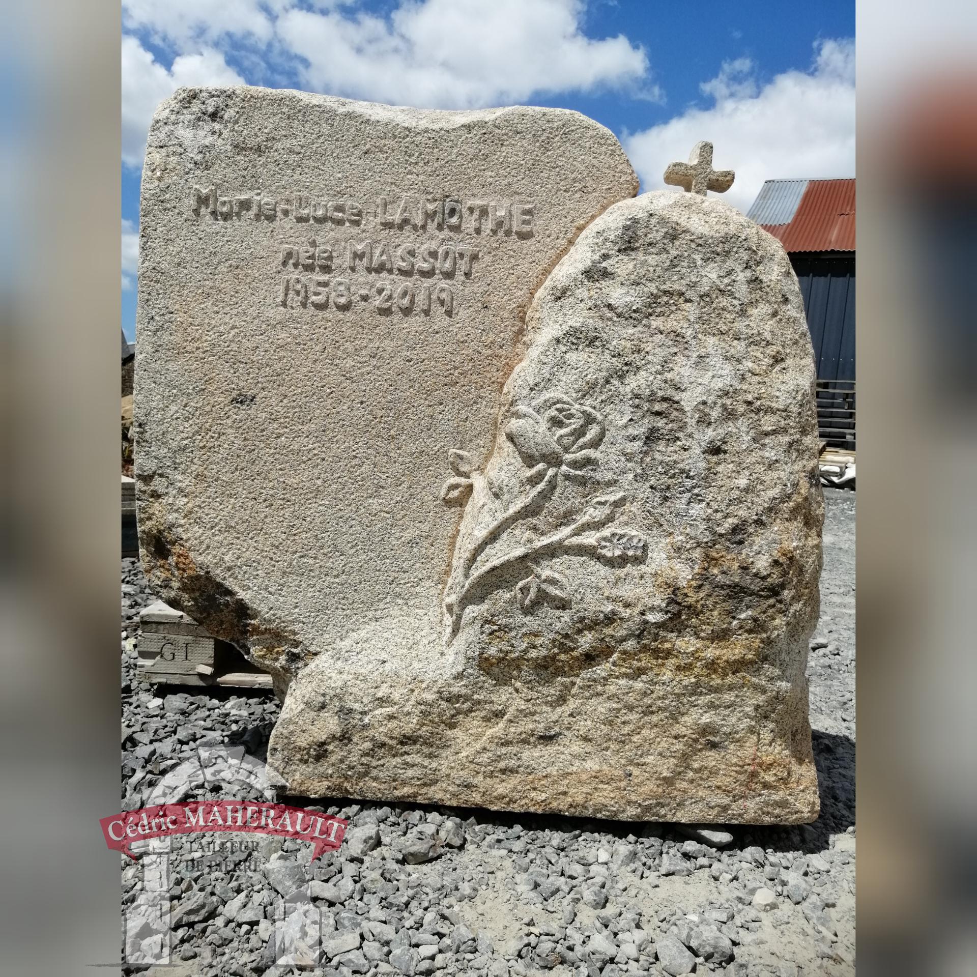 pierre tombale  stèle pour tombe végétalisé