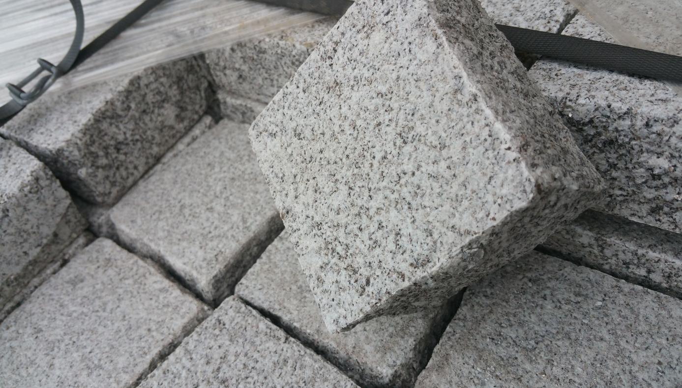 pavé granit gris 10x10x5 bouchardé