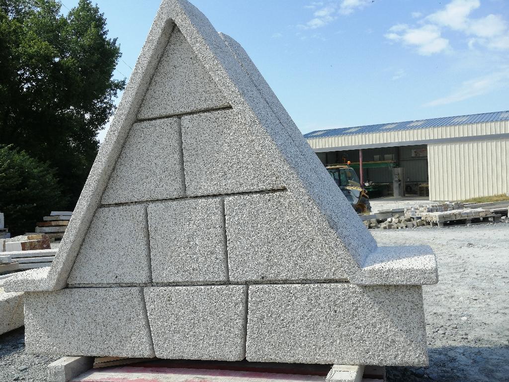 Lucarne a gable granit beige