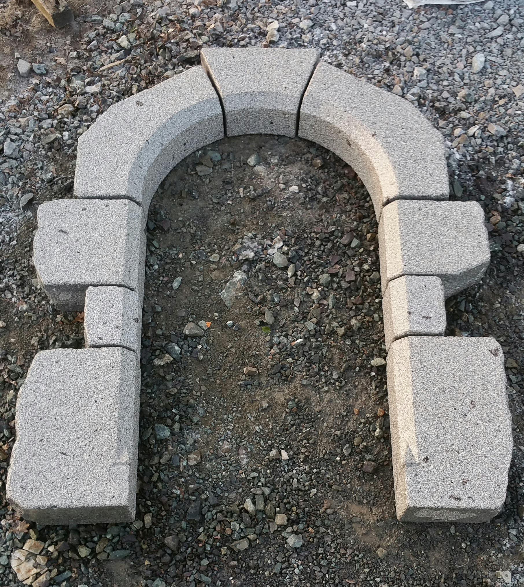 encadrement granit gris plein cintre