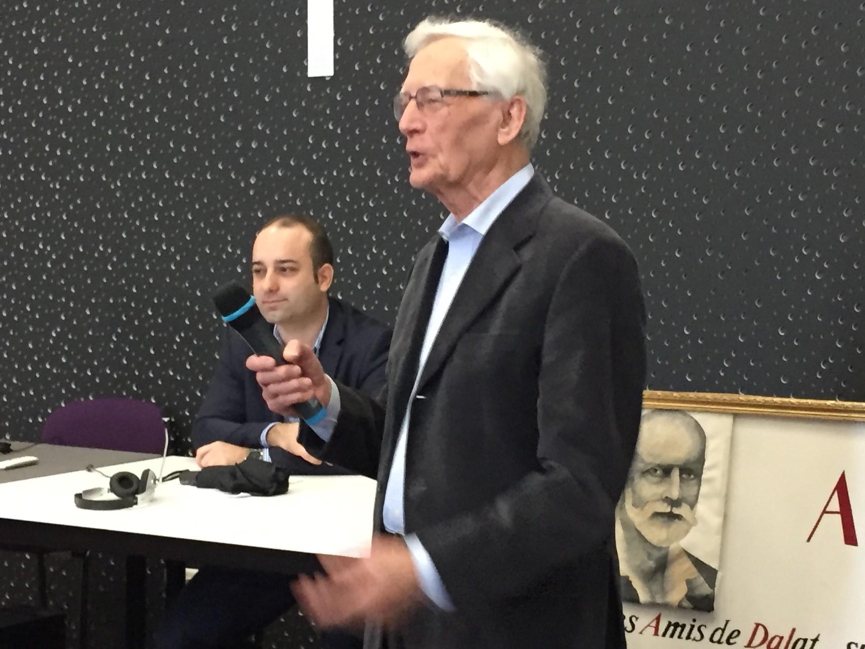 Maximum Del Fiol, à gauche, maître de conférence à l'université Paul-Valéry Montpellier 3, s'exprimait en sensibilisant sur la différence des sens de francophone, francophonie et francophile.