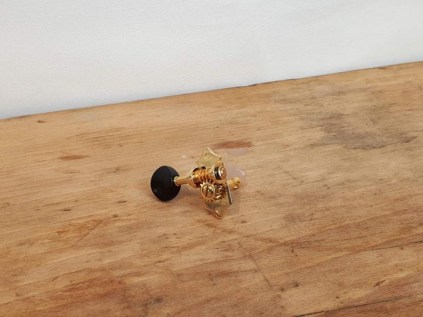 TYP 1 GOLD mit schwarzem Knopf