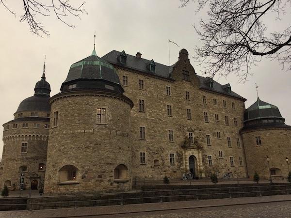 Das Schloss/die Burg in Örebro in Schweden