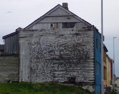 Kunst auf Holz, Vardø, Norwegen