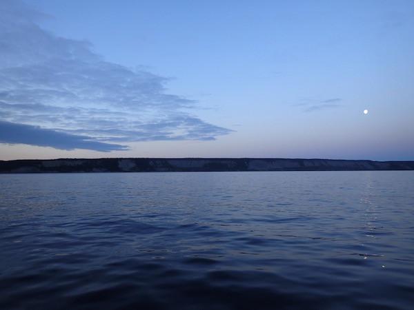 Nächtlicher Blick auf die Kola Halbinsel im russischen Teil Lapplands