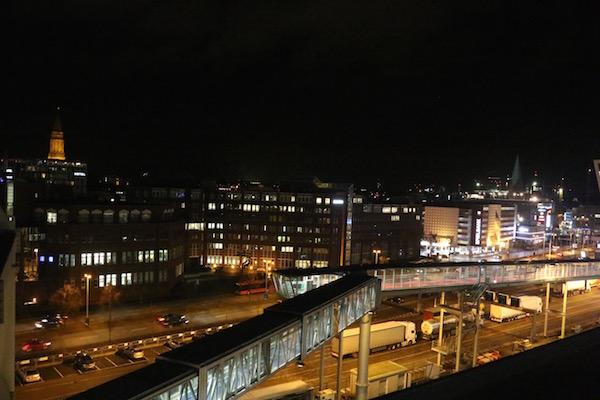 Nacht-Blick von der Stena Germanica auf beleuchteten Gang und Kiel (am Schwedenkai)