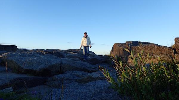 Rike zu Fuß auf Felsen...