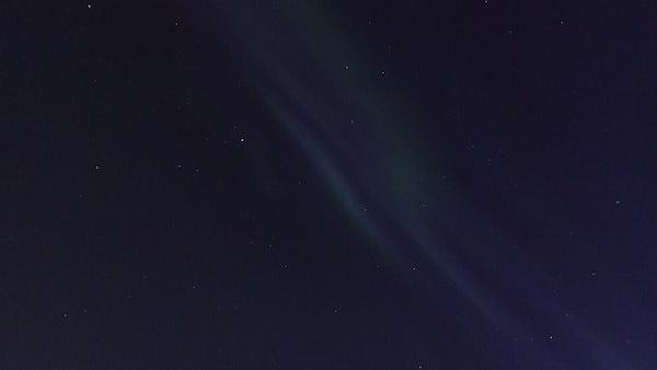 Sternenhimmel mit grünem und blauem Nordlicht/Polarlicht/Aurora borealis