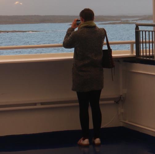 Rike beim fotografieren an Deck der Stena Germanica auf dem Weg nach Göteborg