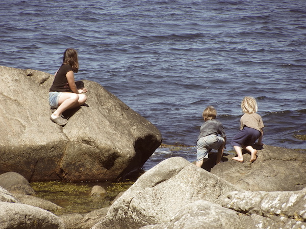 Drei Kids am Meer