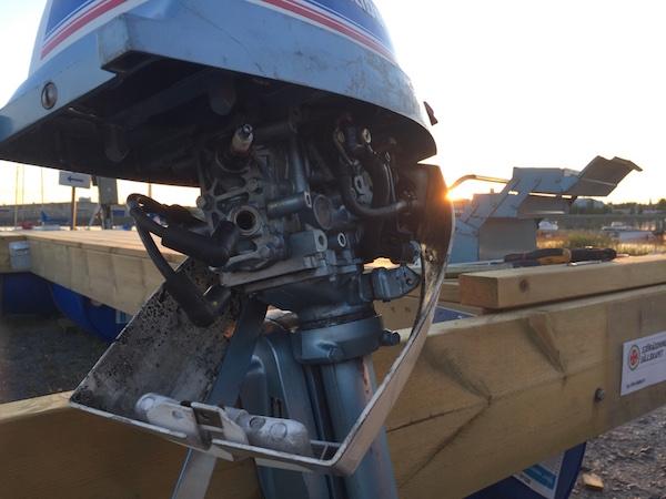 Blick in den alten Bootsmotor