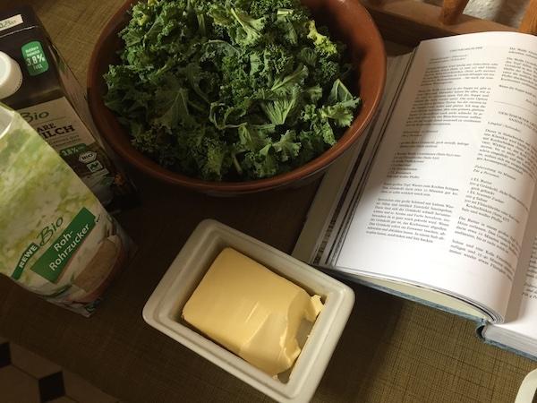 Kochbuch, Grünkohl, Butter, brauner Zucker, Milch