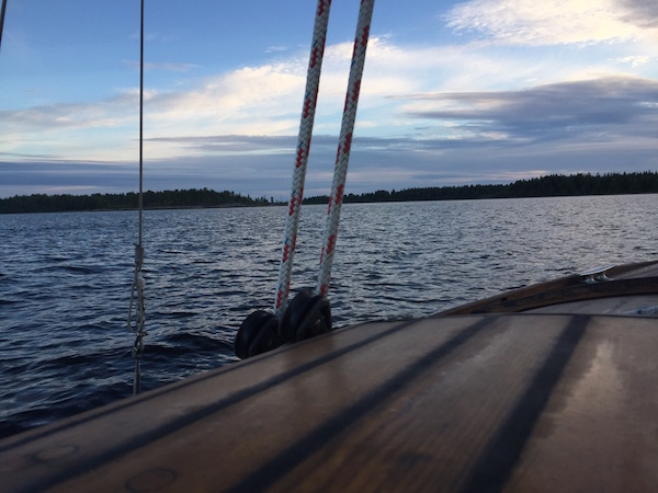 Segelboot, kurz vor Norrbyskär