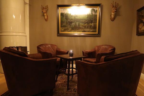 Katrinelund: Sitzecke in der Bibliothek