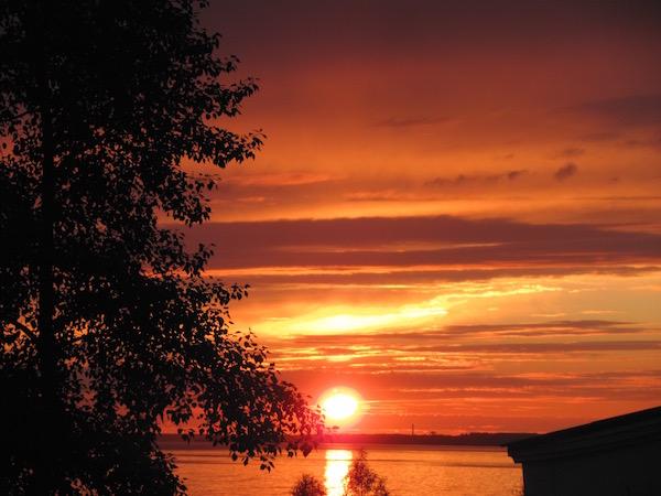 Sonnenuntergang, knall-orange, Arkhangelsk Russland