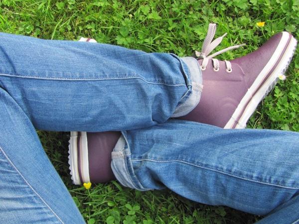 Nokian Kuura in aubergine zu Jeans