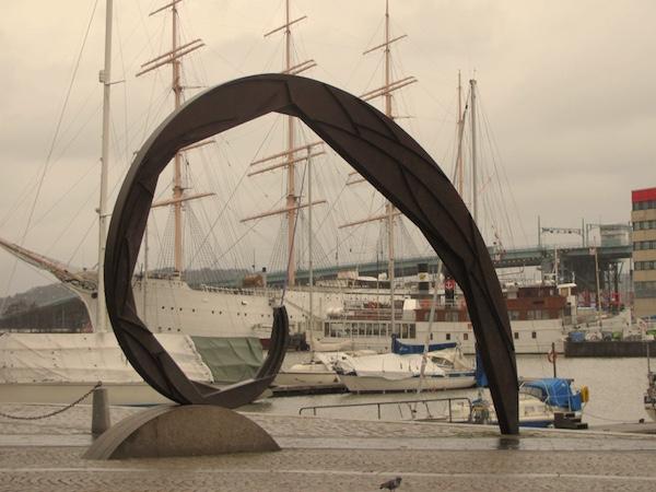 Überblick verschaffen in Göteborg, Kunstwerk nahe der Oper