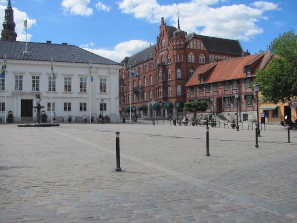 Stortorget mit Rathaus in Ystad, Schweden
