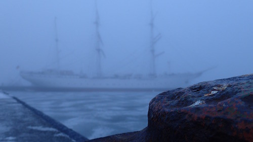 Gorch Fock 1 im Nebel in Stralsund