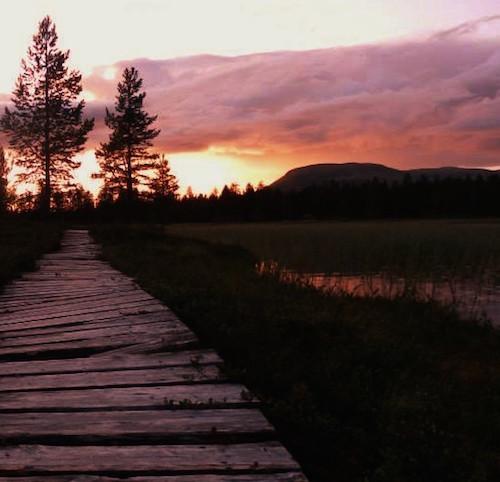 Abendrot am See in Schweden mit Holzsteg