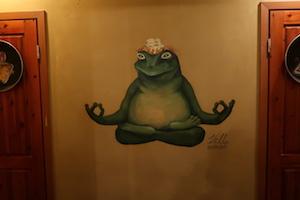 Yoga Frosch im Kompressor in Tallinn