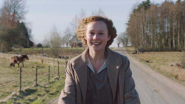 Filmszene: Astrid auf dem Fahrrad | DCM Film Distribution