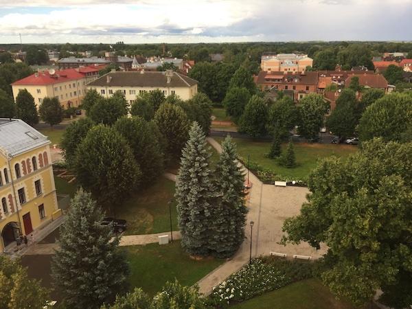 Ausblick vom Wasserturm in Viljandi: Stadtpark und Park Hotell