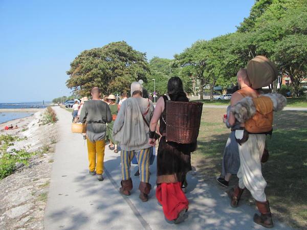 Verkleidete Leute beim Mittelalter Markt in Visby auf Gotland
