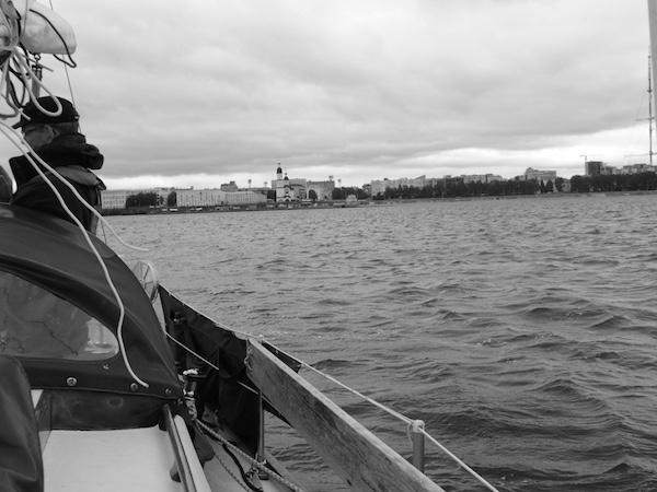 Blick zurück auf Archangelsk vom Boot aus